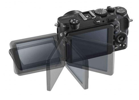 Nikon P7700 vari-angle screen